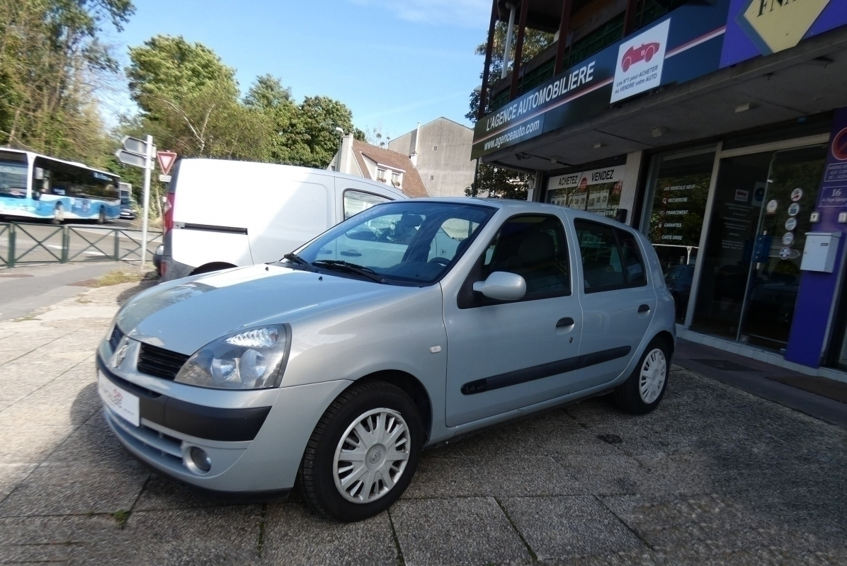Renault Clio II Phase III 1.4 100 Chv Confort